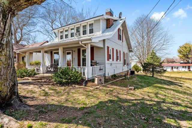 Porch featured at 102 Hiseville Coral Hill Rd, Glasgow, KY 42141