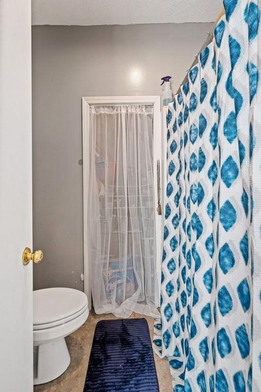 Bathroom featured at 102 Hiseville Coral Hill Rd, Glasgow, KY 42141