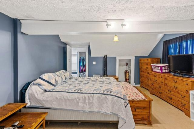 Bedroom featured at 102 Hiseville Coral Hill Rd, Glasgow, KY 42141