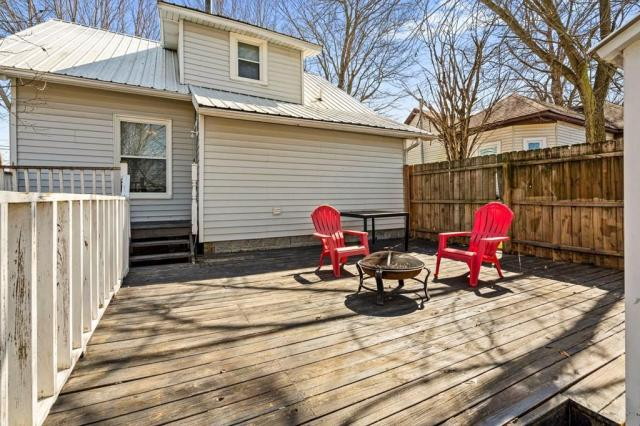 Porch yard featured at 102 Hiseville Coral Hill Rd, Glasgow, KY 42141