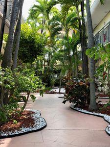8040 Tatum Waterway Dr Apt 1 Miami Beach Fl 33141 Exterior