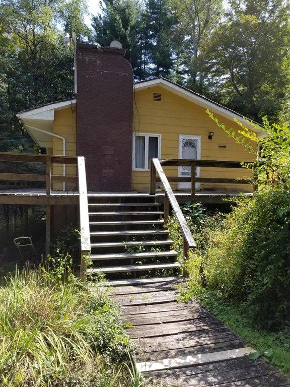Porch yard featured at 142 Abbaguchee Ln, Richwood, WV 26261