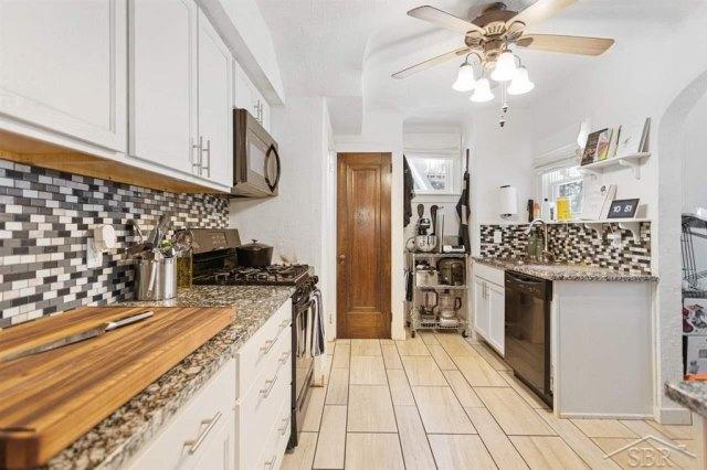 Kitchen featured at 1920 Gratiot Ave, Saginaw, MI 48602