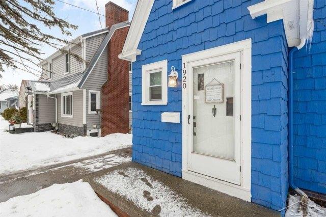 Porch featured at 1920 Gratiot Ave, Saginaw, MI 48602