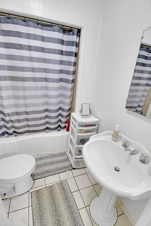 Bathroom featured at 414 N 24th St, Parsons, KS 67357