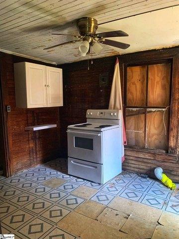 Kitchen featured at 122 Harrisburg St, Abbeville, SC 29620