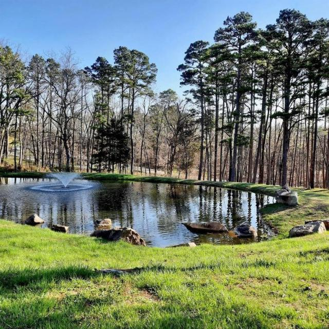 Water front featured at 10856 Quail Dr, Ste Genevieve, MO 63670