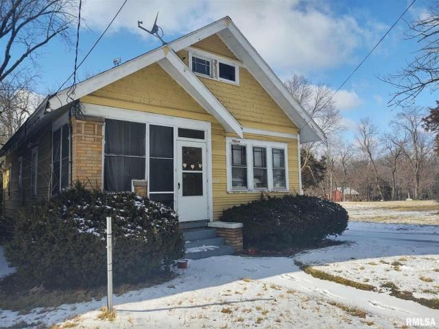 House view featured at 2221 N North St, Peoria, IL 61604