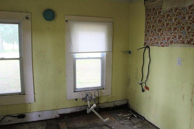 Bathroom featured at 2955 SW SR 14 Hwy, Madison, FL 32340