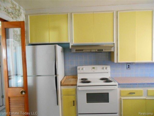 Kitchen featured at 3364 S Liddesdale St, Detroit, MI 48217