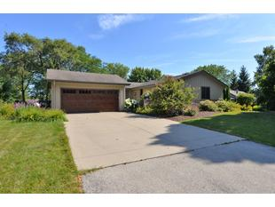 "<div></img>5315 Linden Cir</div><div>Racine, Wisconsin 53406</div>"" data-original=""/img/cdn/assets/layout/patch_white_bg.jpg""></a></figure><div class="