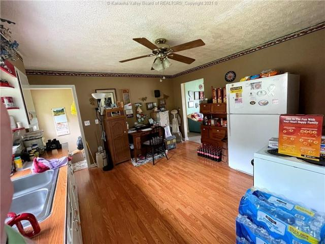 Living room featured at 312 7th St, New Haven, WV 25265
