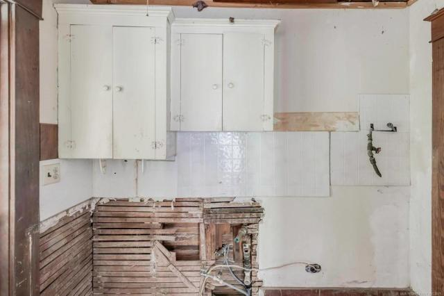 Laundry room featured at 2415 Columbus St, Muskogee, OK 74401