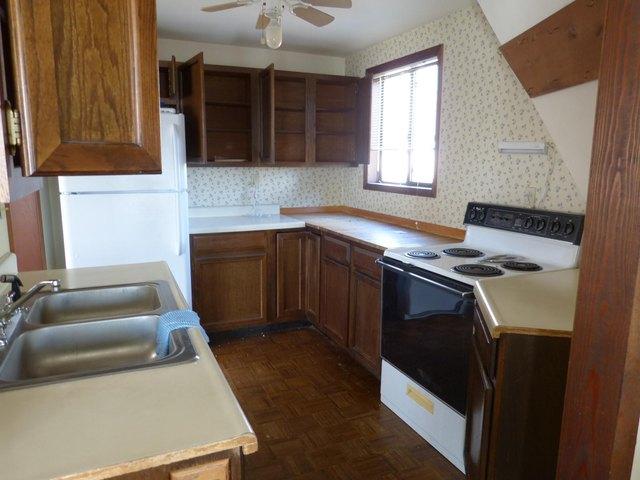 Kitchen featured at 95 Peterson Ln, Sparta, TN 38583