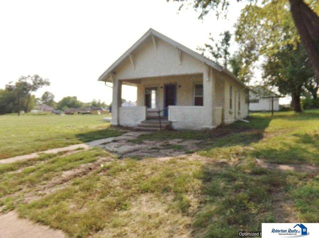 House view featured at 721 S 9th St, Beatrice, NE 68310
