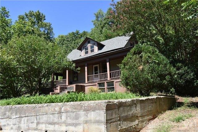 Porch yard featured at 124A Wayside Pl NE, Lenoir, NC 28645