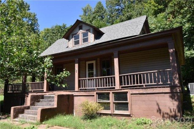 Porch featured at 124A Wayside Pl NE, Lenoir, NC 28645