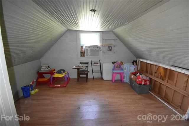 Living room featured at 124A Wayside Pl NE, Lenoir, NC 28645