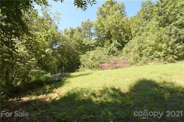 Yard featured at 124A Wayside Pl NE, Lenoir, NC 28645