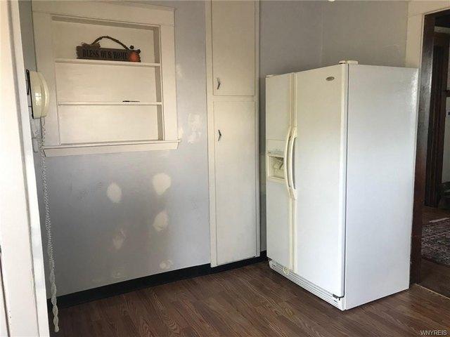Laundry room featured at 2456 Ontario Ave, Niagara Falls, NY 14305