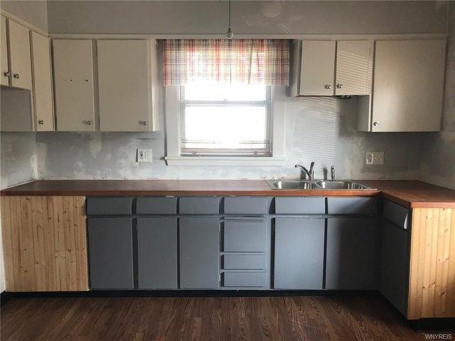 Kitchen featured at 2456 Ontario Ave, Niagara Falls, NY 14305