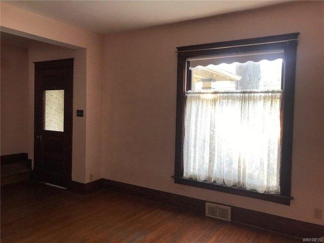 Bedroom featured at 2456 Ontario Ave, Niagara Falls, NY 14305