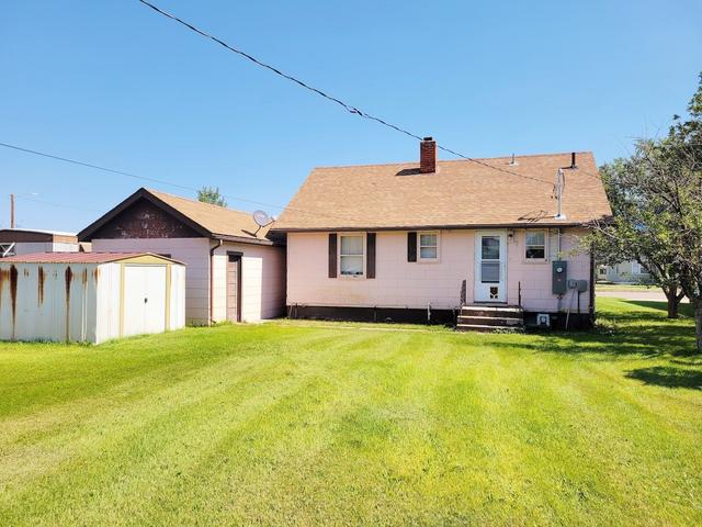 Yard featured at 313 S Logan Ave, Terry, MT 59349