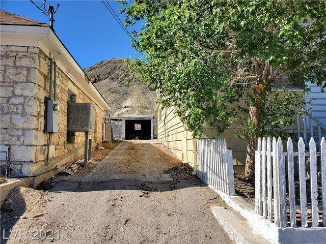 Road view featured at Tonopah, NV 89049