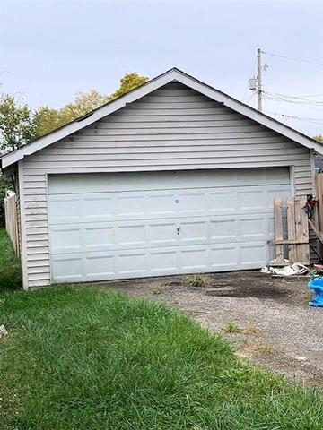 Garage featured at 2806 S 29th St, Ashland, KY 41102
