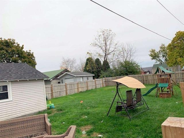 Yard featured at 2806 S 29th St, Ashland, KY 41102