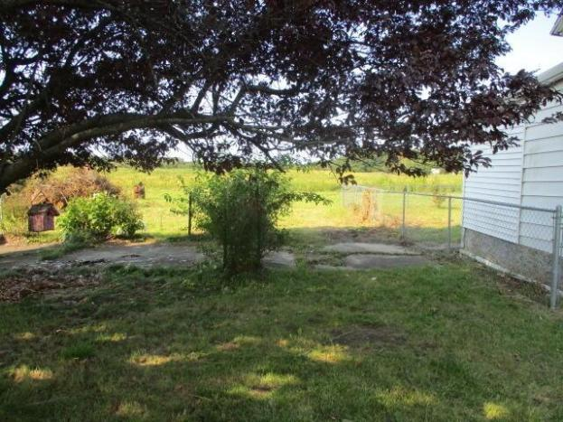 Yard featured at 5485 E Napier Ave, Benton Harbor, MI 49022