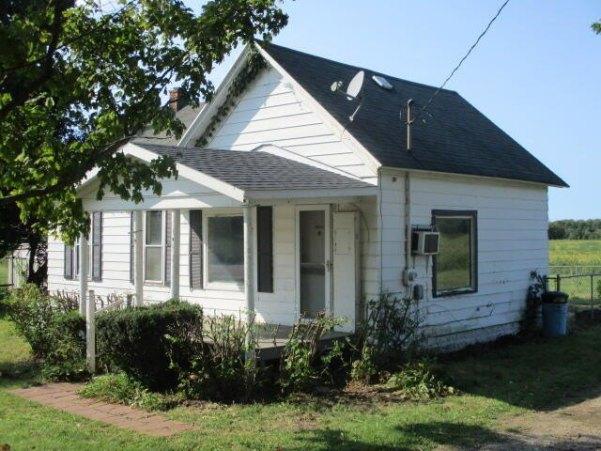 House view featured at 5485 E Napier Ave, Benton Harbor, MI 49022