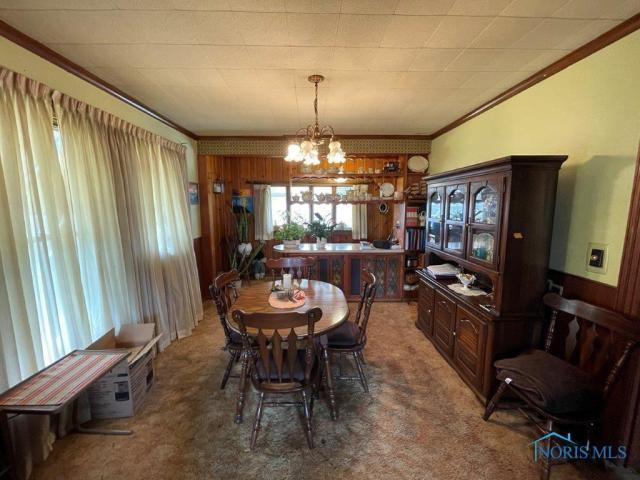 Dining room featured at 510 Starr Ave, Toledo, OH 43605