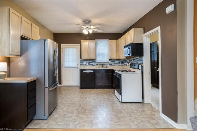 Kitchen featured at 2435 Apple Ave, Lorain, OH 44055