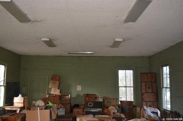 Living room featured at 1349 SR 100 Rd, Melrose, FL 32666