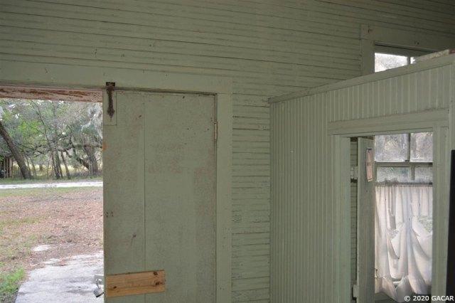 Garage featured at 1349 SR 100 Rd, Melrose, FL 32666