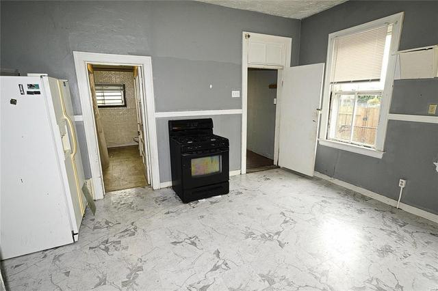 Laundry room featured at 7522 Vermont Ave, Saint Louis, MO 63111