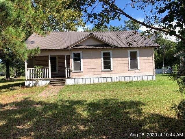 House view featured at 335 Colorado St, Avery, TX 75554