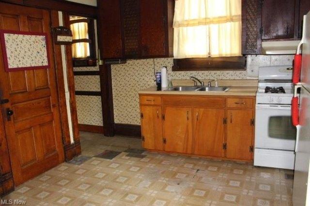 Kitchen featured at 306 Maple St, Marietta, OH 45750