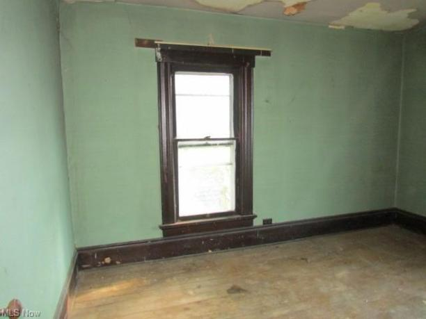 Bedroom featured at 639 Park Ave SW, Canton, OH 44706