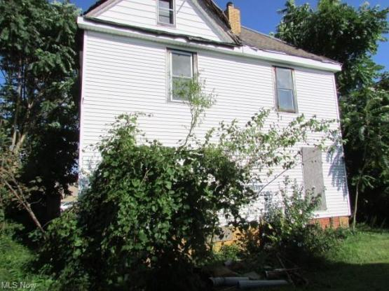 House view featured at 639 Park Ave SW, Canton, OH 44706