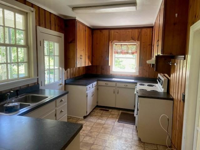 Kitchen featured at 294 Pioneer Rd NW, Arlington, GA 39813
