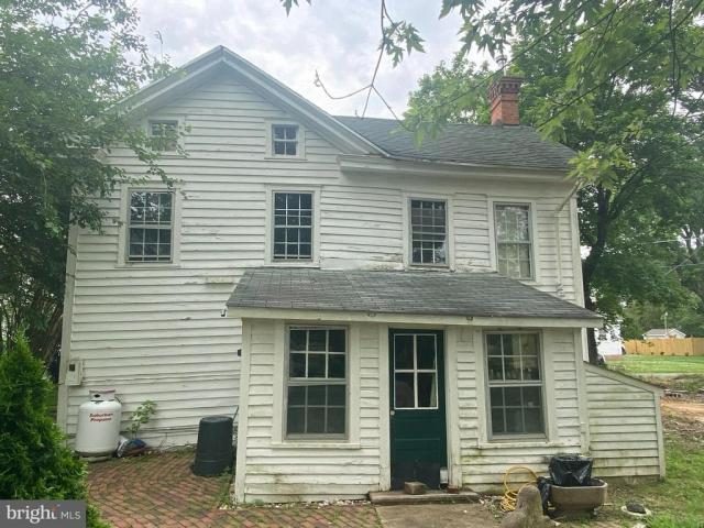 Porch yard featured at 2705 Church St, Quantico, MD 21856