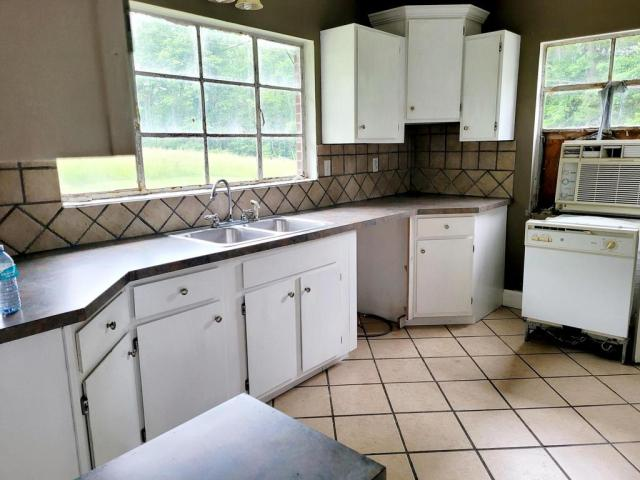 Laundry room featured at 1598 The Lake Rd, Clintwood, VA 24228