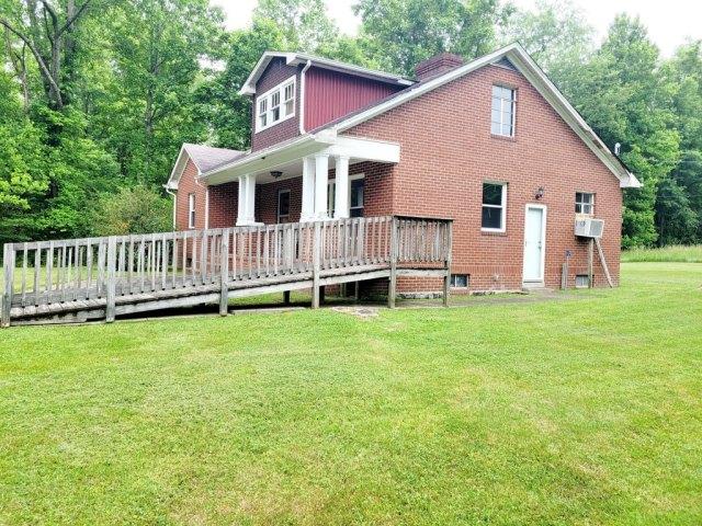 Porch yard featured at 1598 The Lake Rd, Clintwood, VA 24228