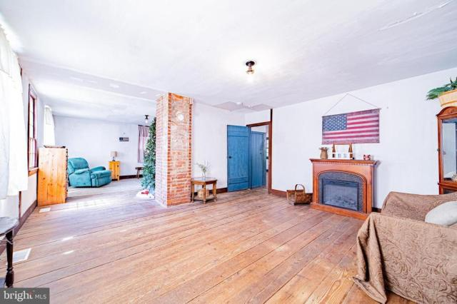 House view featured at 940 Ye Greate St, Greenwich, NJ 08323