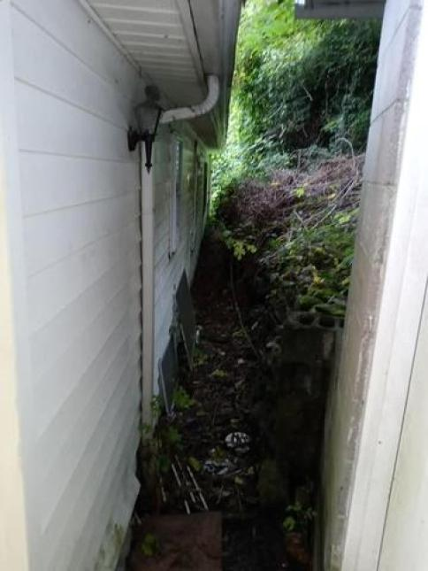 Porch yard featured at 1097 Glacier St, Grundy, VA 24614