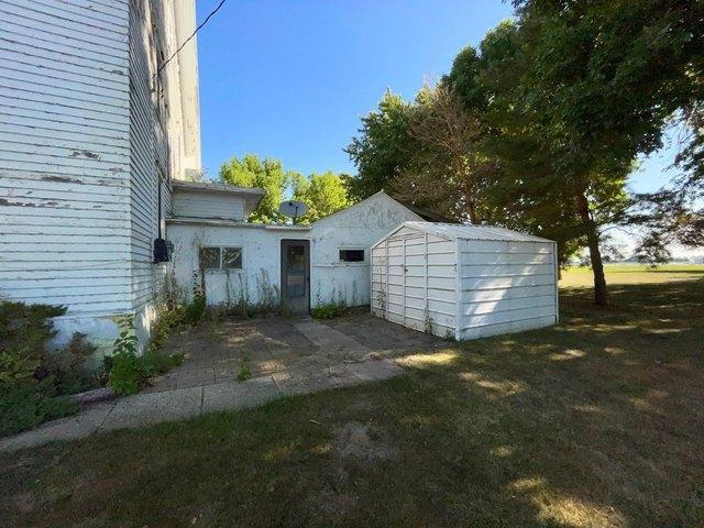 Yard featured at 115 N Oak St, Wanda, MN 56294