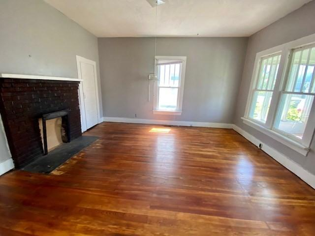 Living room featured at 243 W Noel Ave, Madisonville, KY 42431