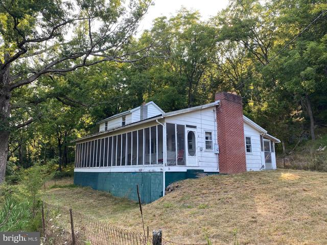 Porch yard featured at 20728 S Fork Rd, Moorefield, WV 26838